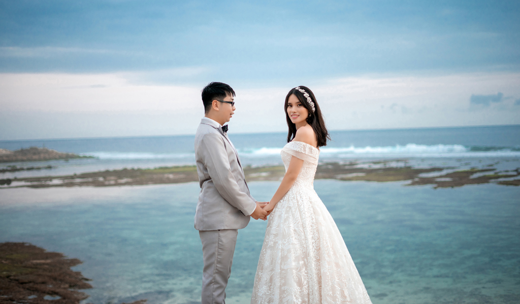 Bali beach pre wedding in Melasti