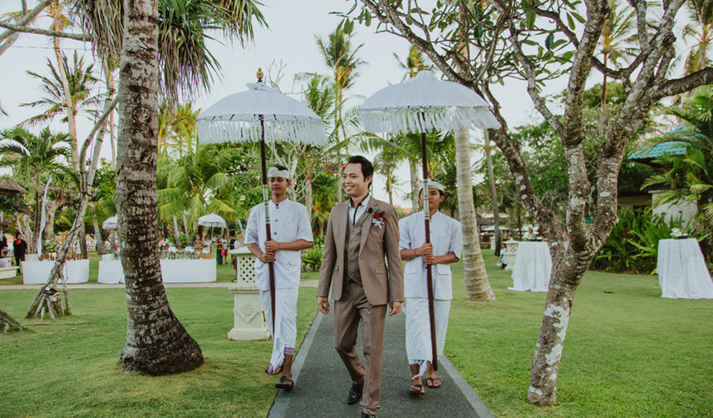 groom walking in bali wedding